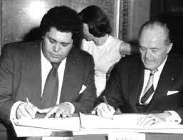 Jackson and Baudis sign the Atlanta-Toulouse agreement